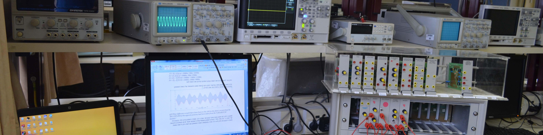 עמדת ניסוי ומחשב במעבדה להנדסת חשמל ואלקטרוניקה